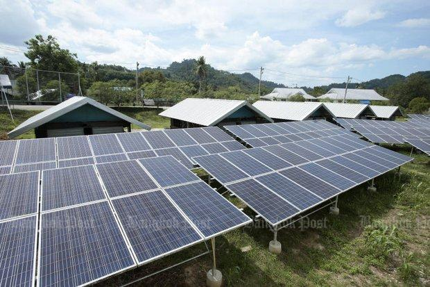A village in Than To district of Yala, next to the Malaysian border, is one of several small pockets of private homes partially powered by solar energy, but the government now pledges a nationwide plan to encourage this form of alternative energy. (Photo by Patipat Janthong) Bangkok Post