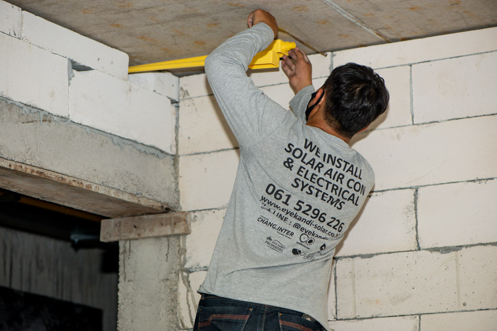electrical tech working